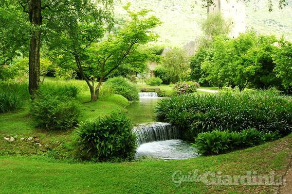 L eleganza del giardino all inglese for Foto case con giardino