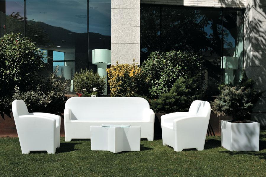 I materiali pi alla moda per l arredo da giardino for Salottini da esterno offerte