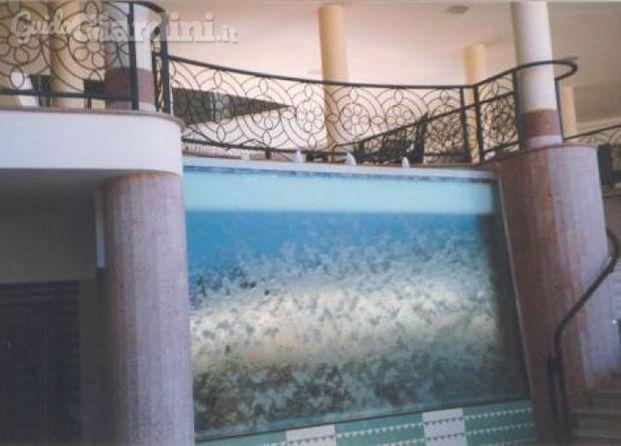 Immagini di del taglia fontane for Fontane per interni