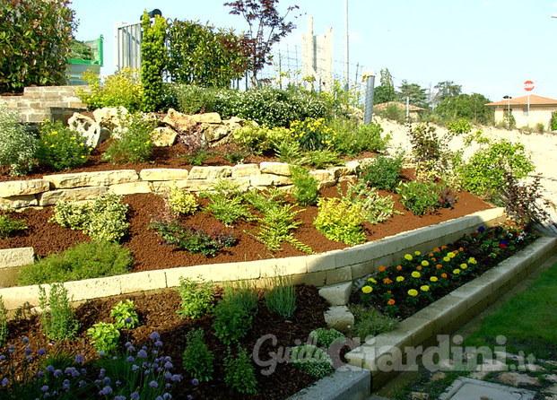 New garden ud for Soluzioni giardino in pendenza
